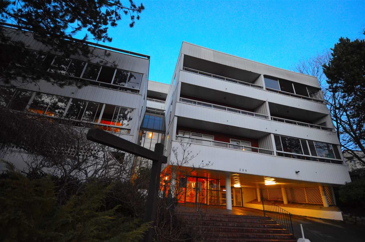 "Main Photo: 401 250 W 1ST Street in North Vancouver: Lower Lonsdale Condo for sale in ""CHINOCK"" : MLS® # R2024187"