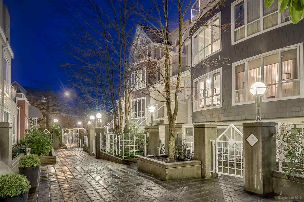 "Photo 1: 26 788 W 15TH Avenue in Vancouver: Fairview VW Townhouse for sale in ""SIXTEEN WILLOWS"" (Vancouver West)  : MLS® # R2042871"