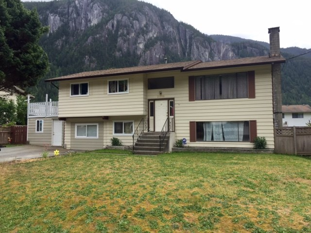 "Main Photo: 38260 JUNIPER Crescent in Squamish: Valleycliffe House for sale in ""VALLEYCLIFFE"" : MLS® # R2071692"