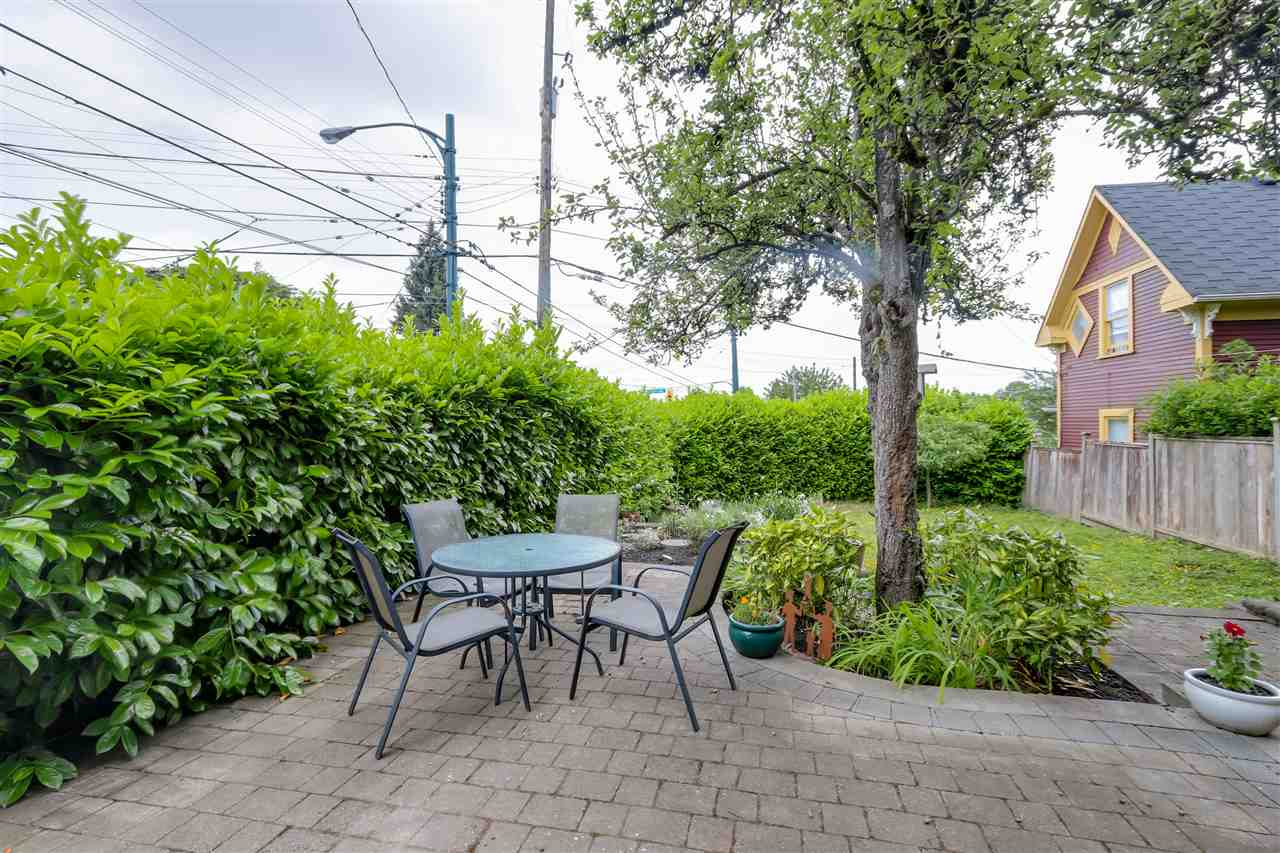Photo 19: 4504 EARLES Street in Vancouver: Collingwood VE House for sale (Vancouver East)  : MLS® # R2074634