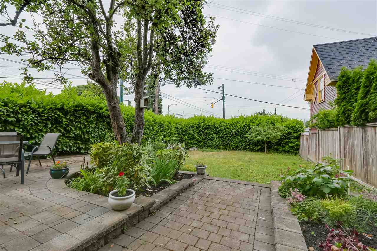 Photo 18: 4504 EARLES Street in Vancouver: Collingwood VE House for sale (Vancouver East)  : MLS® # R2074634