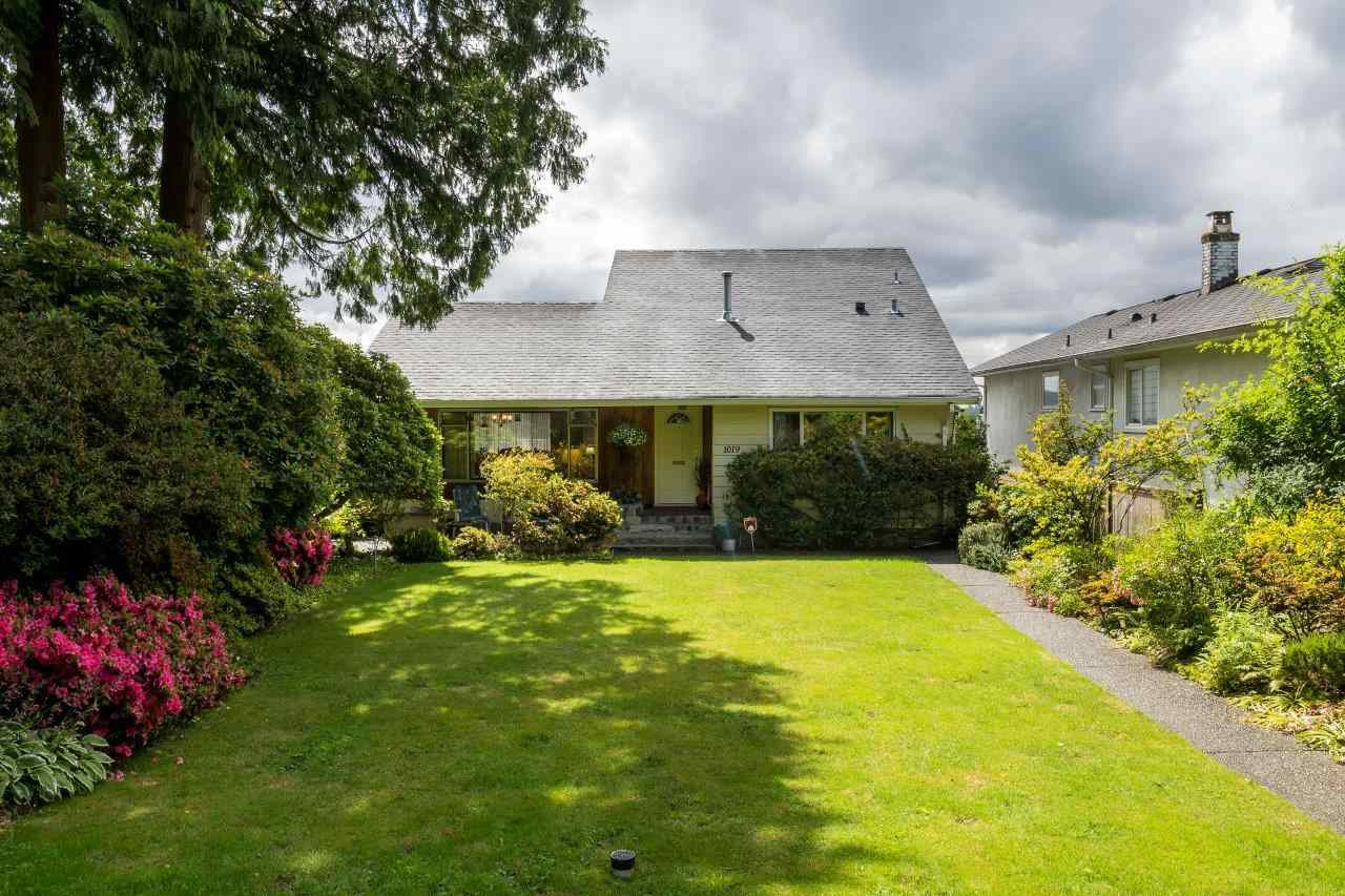"Main Photo: 1019 DRAYTON Street in North Vancouver: Calverhall House for sale in ""SE"" : MLS®# R2081514"