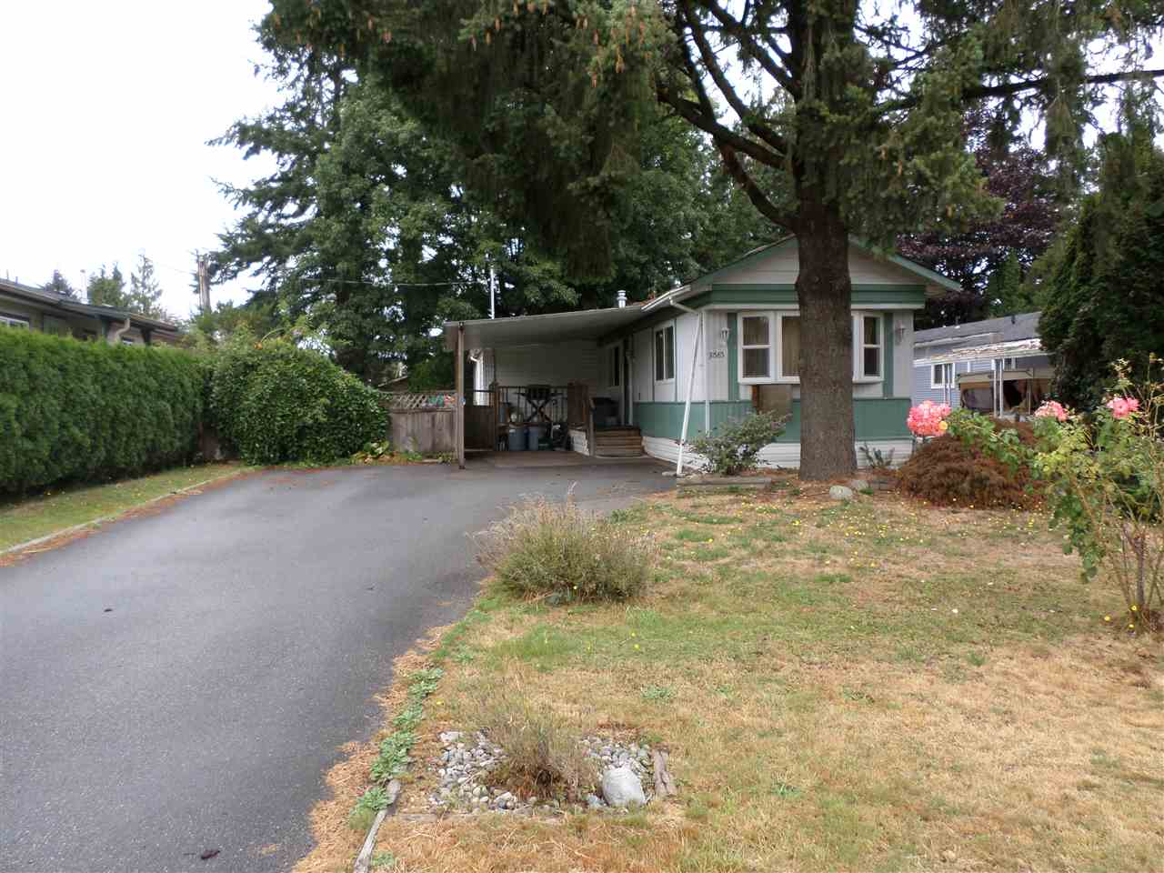 Photo 2: 31585 LOMBARD Avenue in Abbotsford: Poplar Manufactured Home for sale : MLS(r) # R2104587