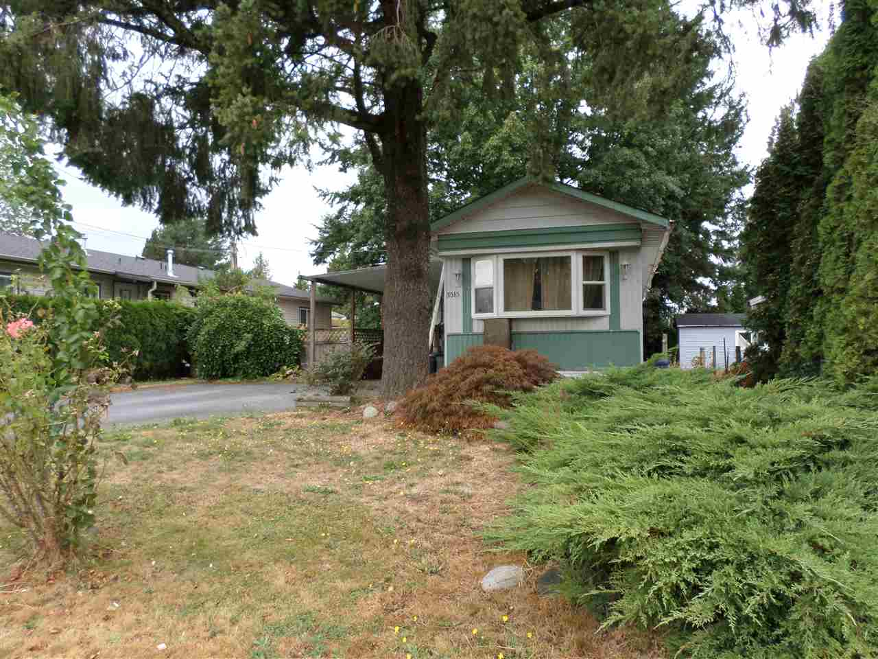 Photo 3: 31585 LOMBARD Avenue in Abbotsford: Poplar Manufactured Home for sale : MLS(r) # R2104587
