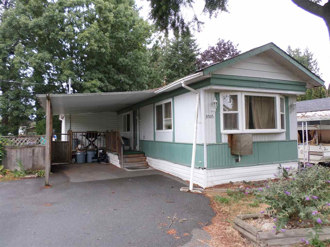 Main Photo: 31585 LOMBARD Avenue in Abbotsford: Poplar Manufactured Home for sale : MLS®# R2104587