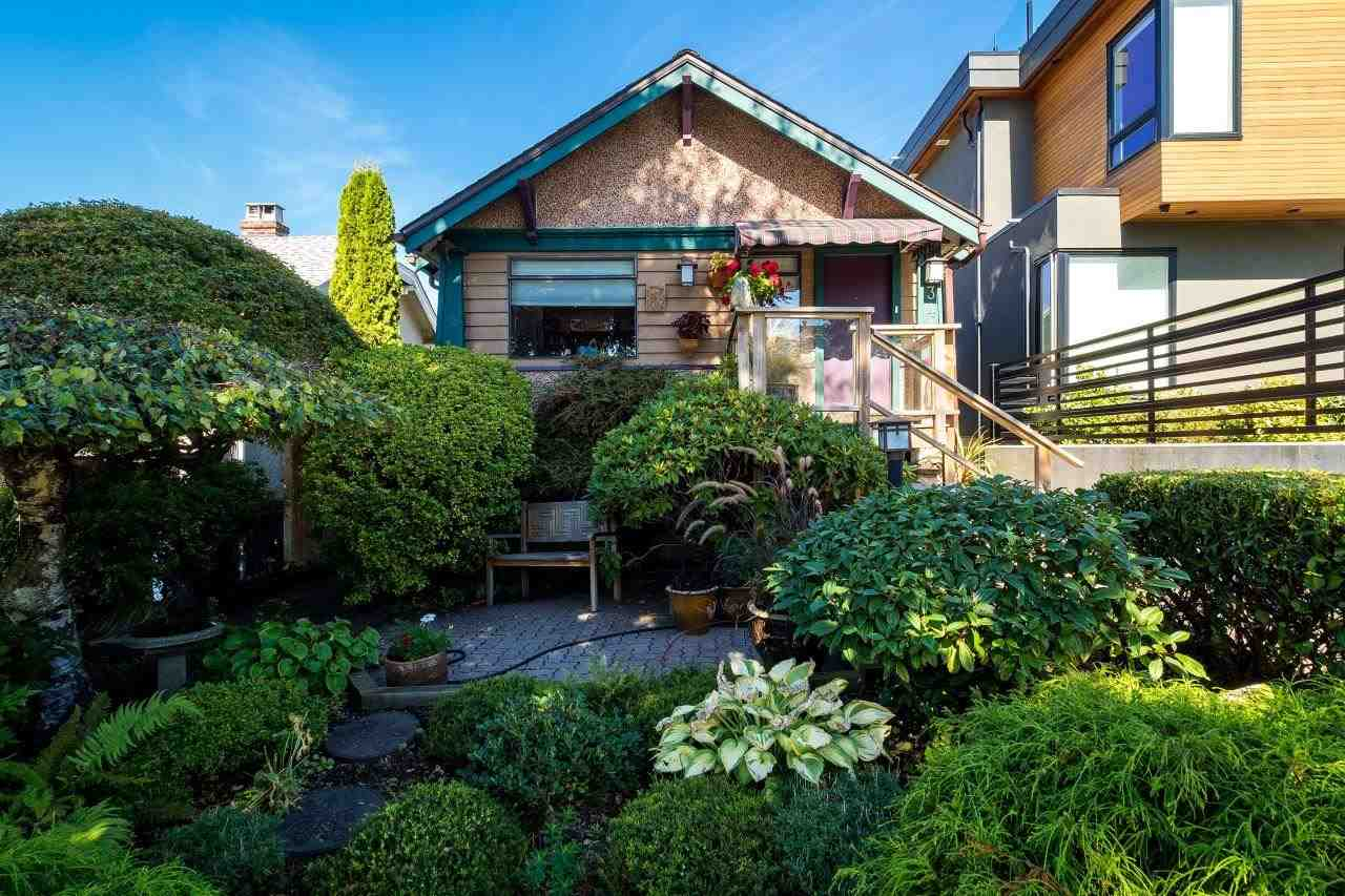 "Main Photo: 3447 TRIUMPH Street in Vancouver: Hastings East House for sale in ""VANCOUVER HEIGHTS"" (Vancouver East)  : MLS®# R2108187"