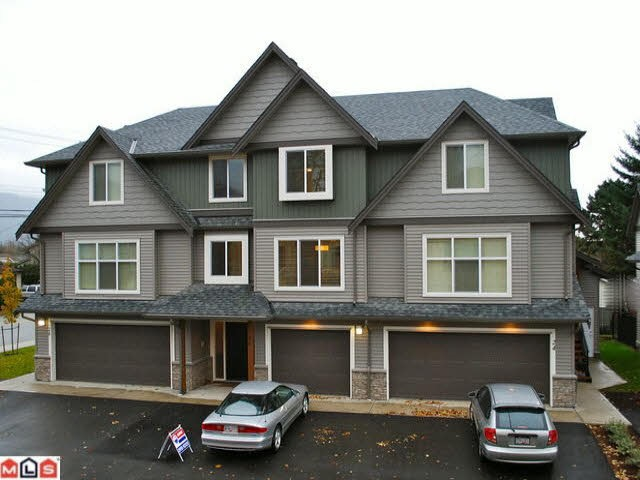 "Main Photo: 4 1609 AGASSIZ-ROSEDALE Highway: Agassiz Townhouse for sale in ""Fraser Green"" : MLS® # R2112906"