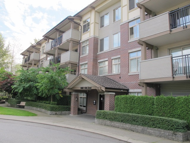 "Main Photo: 113 10088 148 Street in Surrey: Guildford Condo for sale in ""BLOOMSBURY COURT"" (North Surrey)  : MLS® # R2119867"