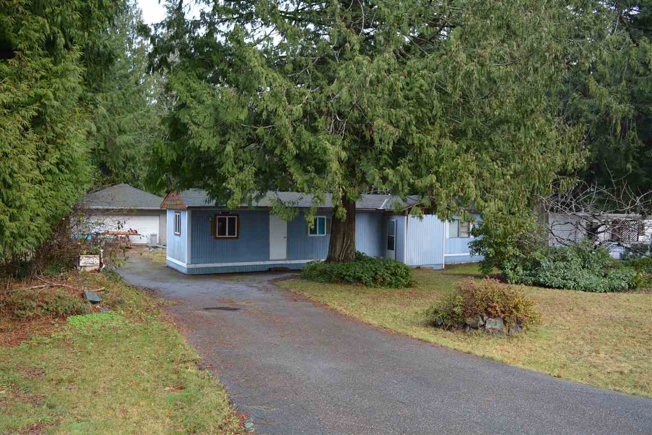 Main Photo: 5608 WAKEFIELD Road in Sechelt: Sechelt District Manufactured Home for sale (Sunshine Coast)  : MLS(r) # R2129740