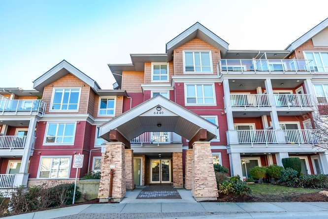 "Main Photo: 316 6440 194 Street in Surrey: Clayton Condo for sale in ""WATERSTONE"" (Cloverdale)  : MLS® # R2136415"