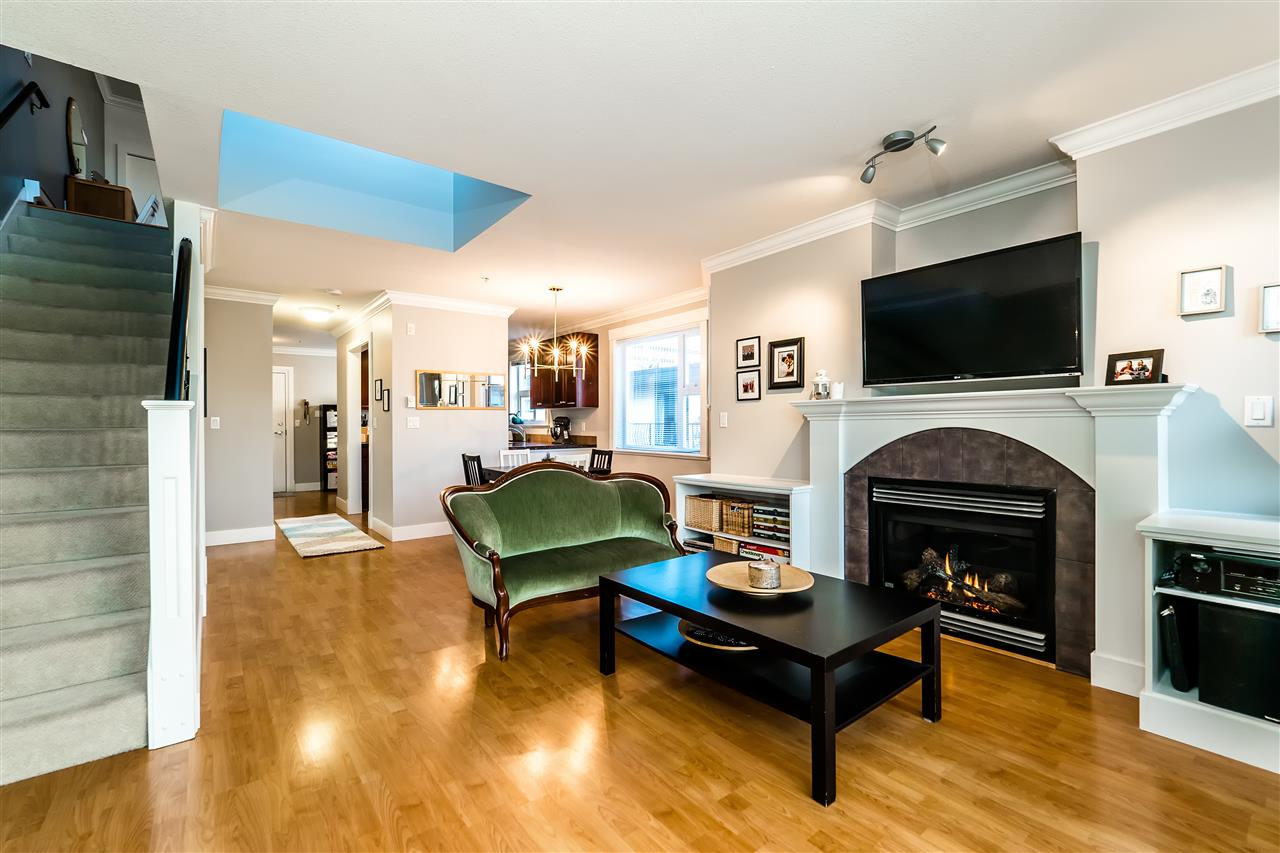 "Main Photo: 303 152 E 12TH Street in North Vancouver: Central Lonsdale Condo for sale in ""Monticello"" : MLS®# R2138621"