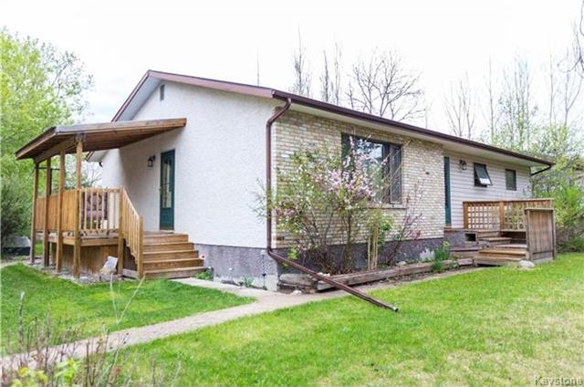 Main Photo: 11 Hyde Drive in Tyndall: R03 Residential for sale : MLS(r) # 1712453