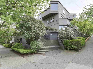 "Main Photo: 58 870 W 7TH Avenue in Vancouver: Fairview VW Townhouse for sale in ""Laurel Court"" (Vancouver West)  : MLS(r) # R2169394"