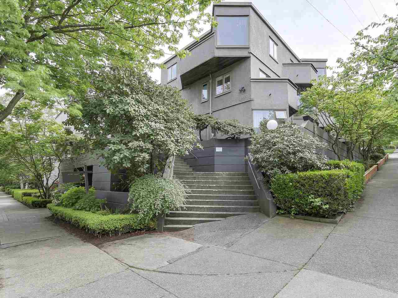 "Main Photo: 58 870 W 7TH Avenue in Vancouver: Fairview VW Townhouse for sale in ""Laurel Court"" (Vancouver West)  : MLS® # R2169394"