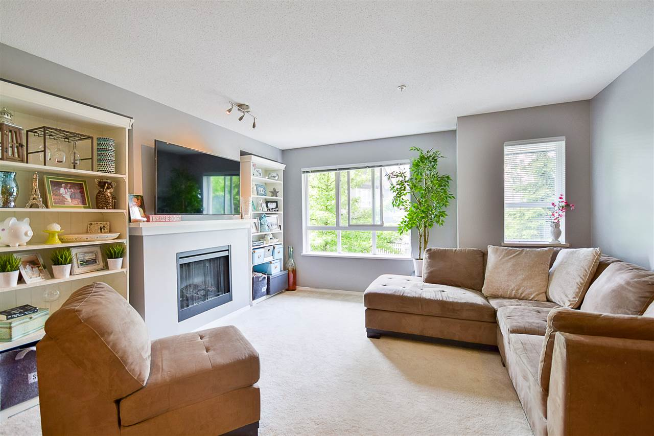Photo 4: 97 6747 203 Street in Langley: Willoughby Heights Townhouse for sale : MLS® # R2172293
