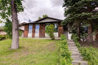 Main Photo: 15 EDGEWOOD Place NW in Calgary: Edgemont House for sale : MLS(r) # C4123565