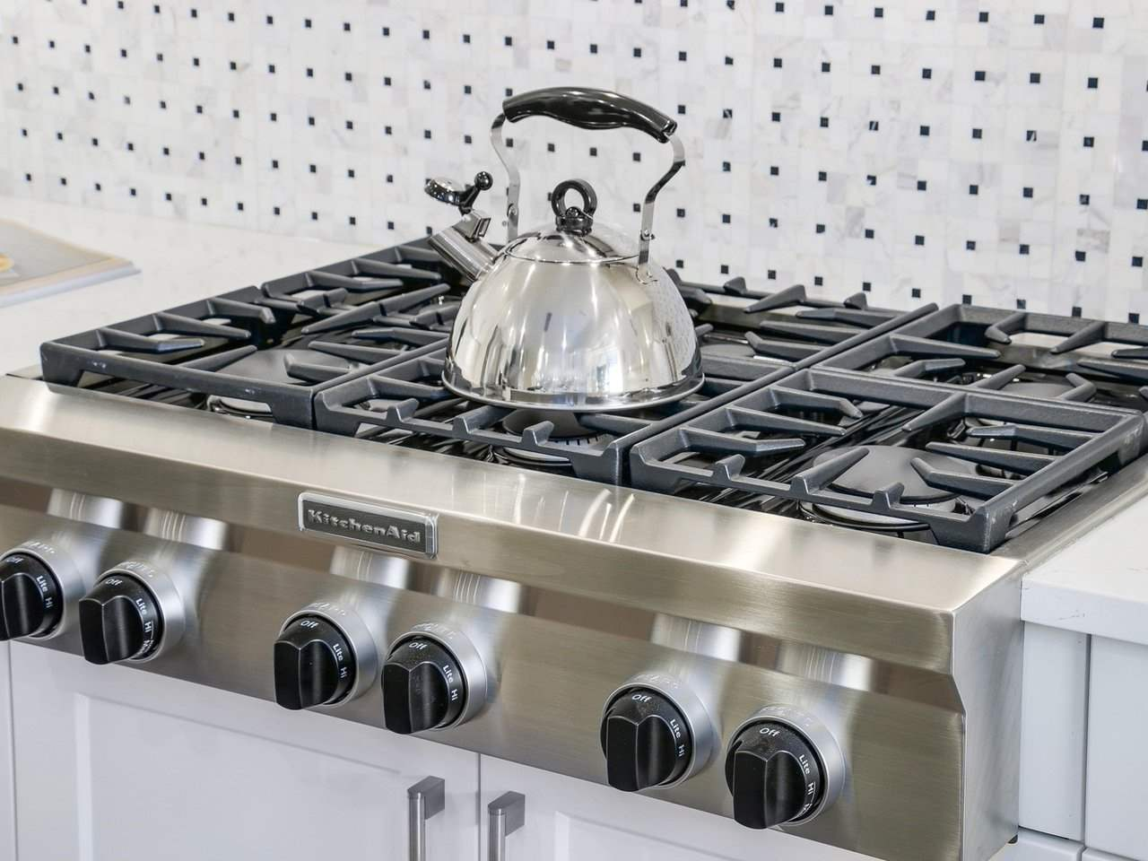 Gorgeous top of the line kitchenaid gas stove