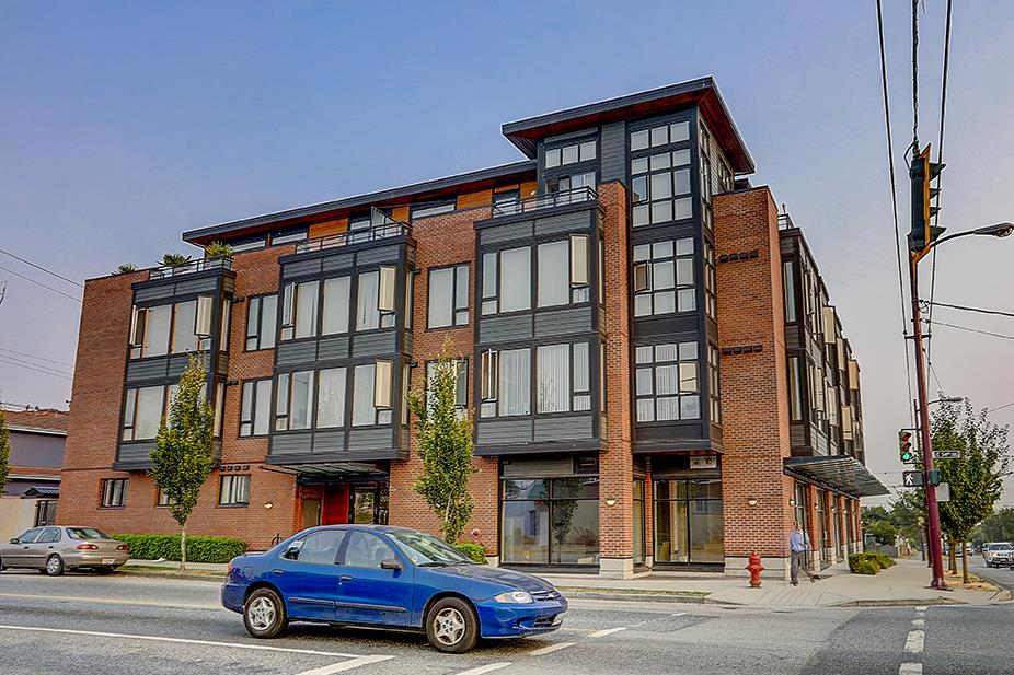 Main Photo: 302 2008 E 54TH Avenue in Vancouver: Fraserview VE Condo for sale (Vancouver East)  : MLS® # R2196292