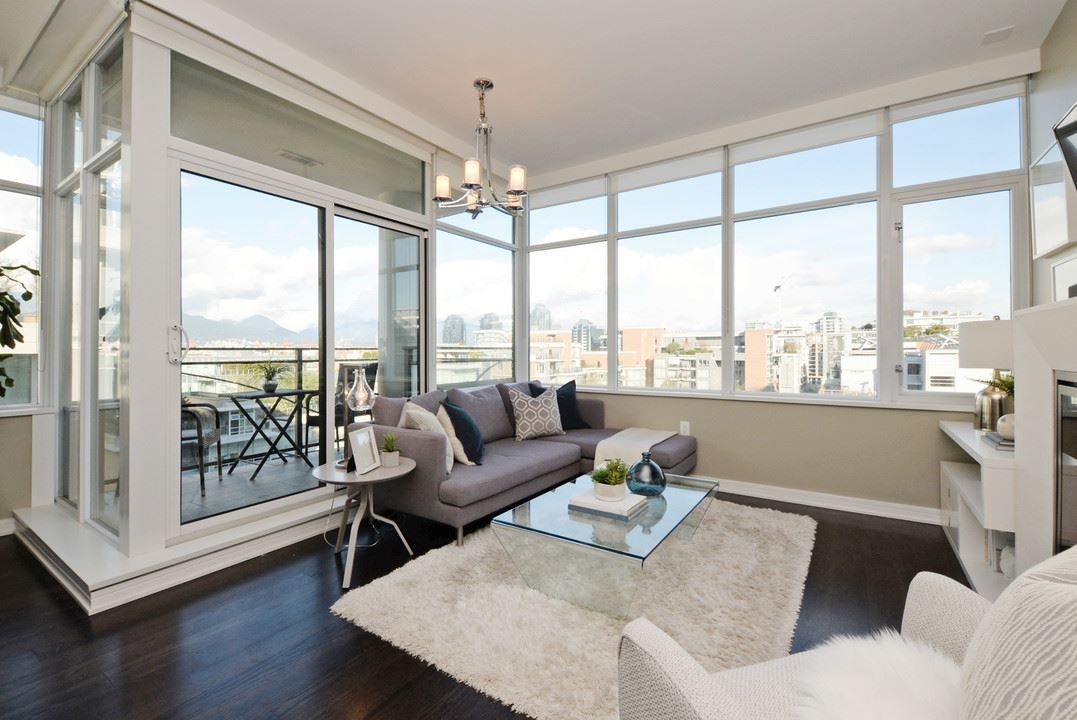 "Main Photo: 910 181 W 1ST Avenue in Vancouver: False Creek Condo for sale in ""BROOK AT THE VILLAGE"" (Vancouver West)  : MLS®# R2214727"