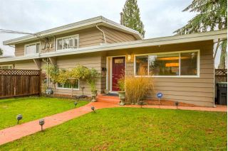 Main Photo: 3318 EDINBURGH Street in Port Coquitlam: Glenwood PQ House 1/2 Duplex for sale : MLS® # R2226404