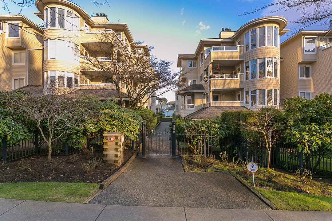 "Main Photo: 107 7520 COLUMBIA Street in Vancouver: Marpole Condo for sale in ""THE SPRINGS AT LANGARA"" (Vancouver West)  : MLS®# R2238946"