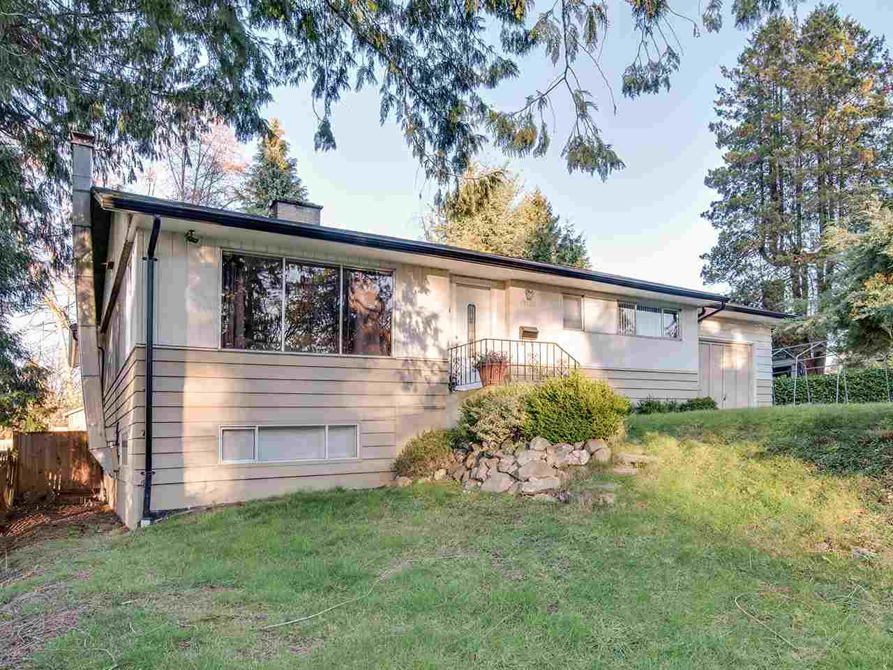"Main Photo: 12425 PARK Drive in Surrey: Cedar Hills House for sale in ""St. Helen's Park"" (North Surrey)  : MLS® # R2245497"