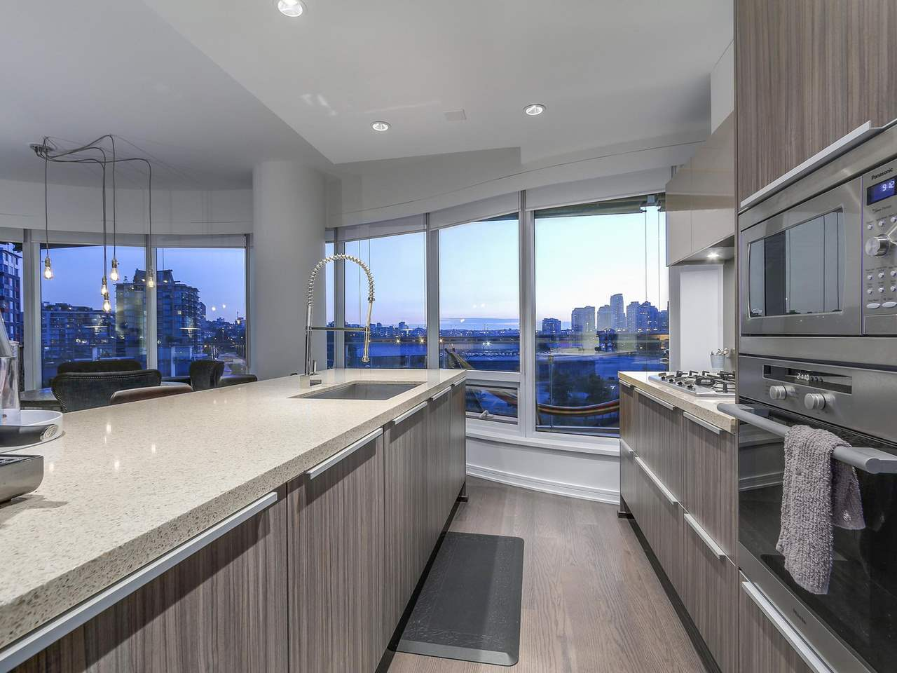"Photo 9: 505 181 W 1ST Avenue in Vancouver: False Creek Condo for sale in ""Brook"" (Vancouver West)  : MLS(r) # R2095744"