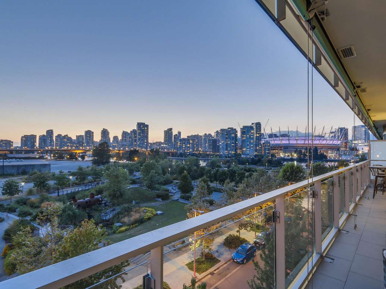 "Photo 2: 505 181 W 1ST Avenue in Vancouver: False Creek Condo for sale in ""Brook"" (Vancouver West)  : MLS(r) # R2095744"