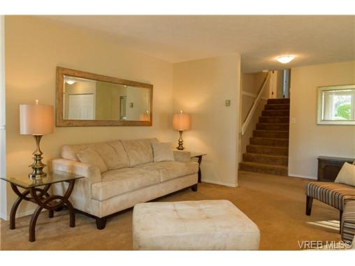 Photo 4: 2441 Costa Vista Place in VICTORIA: CS Tanner Single Family Detached for sale (Central Saanich)  : MLS® # 368863