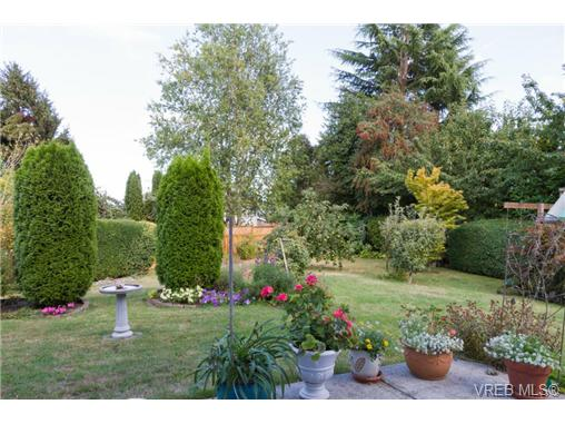 Photo 2: 2441 Costa Vista Place in VICTORIA: CS Tanner Single Family Detached for sale (Central Saanich)  : MLS® # 368863