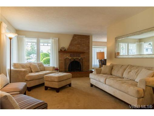Photo 3: 2441 Costa Vista Place in VICTORIA: CS Tanner Single Family Detached for sale (Central Saanich)  : MLS® # 368863