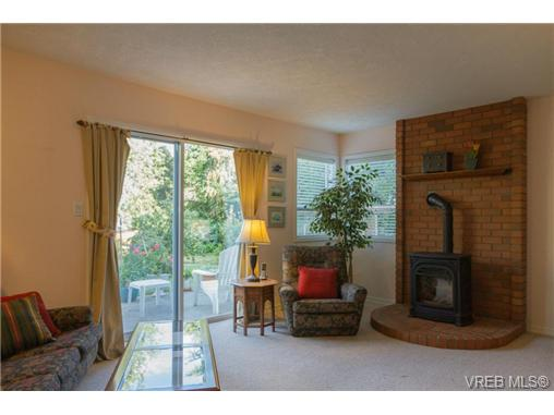 Photo 11: 2441 Costa Vista Place in VICTORIA: CS Tanner Single Family Detached for sale (Central Saanich)  : MLS® # 368863