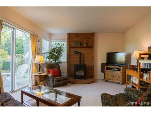 Photo 10: 2441 Costa Vista Place in VICTORIA: CS Tanner Single Family Detached for sale (Central Saanich)  : MLS® # 368863