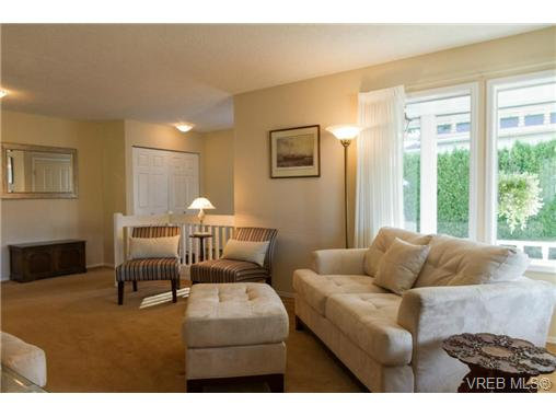 Photo 5: 2441 Costa Vista Place in VICTORIA: CS Tanner Single Family Detached for sale (Central Saanich)  : MLS® # 368863