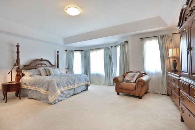 Photo 4: 2407 Taylorwood Drive in Oakville: Iroquois Ridge North House (2-Storey) for sale : MLS® # W3604780