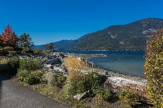 "Main Photo: 36 BEACH Drive in West Vancouver: Furry Creek Townhouse for sale in ""Oliver's Landing"" : MLS®# R2116528"