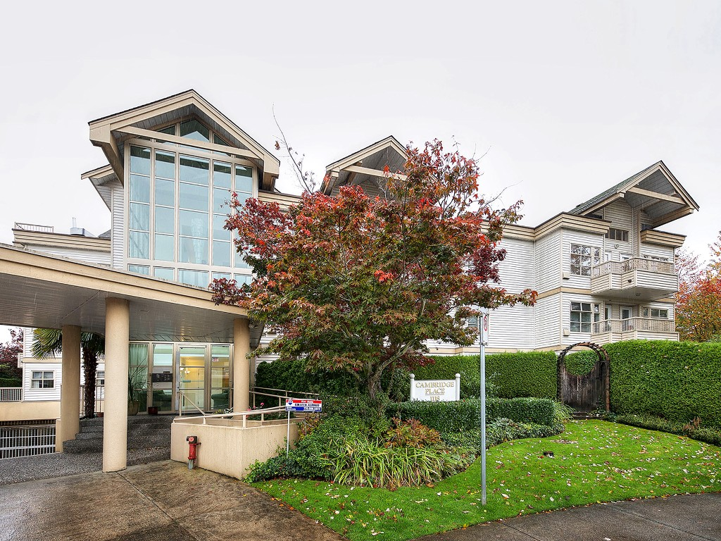 Main Photo: 303 1118 55 Street in Delta: Tsawwassen Central Condo for sale (Tsawwassen)  : MLS®# R2117872