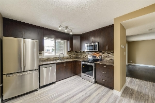 Main Photo: 33 WOODVALE Village NW in Edmonton: Zone 29 Townhouse for sale : MLS(r) # E4051454