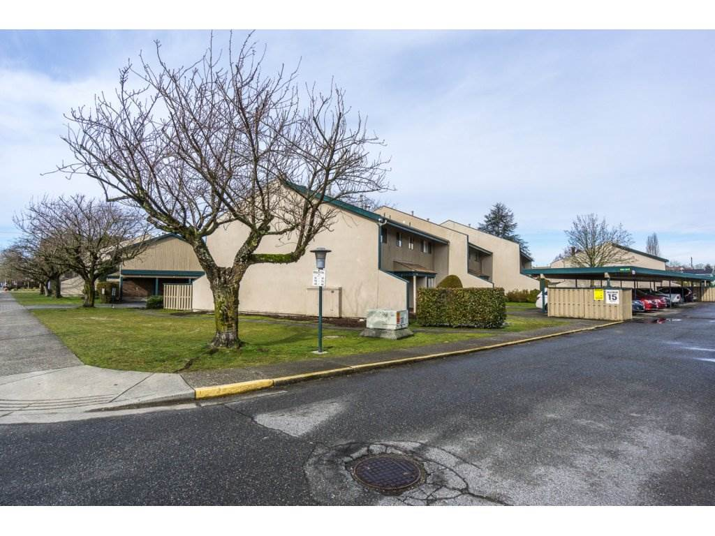 "Main Photo: 30 5850 177B Street in Surrey: Cloverdale BC Townhouse for sale in ""DOGWOOD GARDENS"" (Cloverdale)  : MLS(r) # R2140485"
