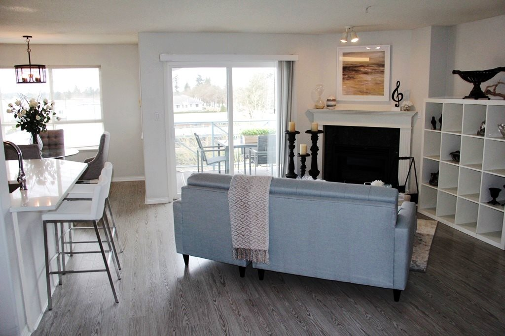 "Photo 2: 305 22150 48 Avenue in Langley: Murrayville Condo for sale in ""Eaglecrest"" : MLS(r) # R2149684"
