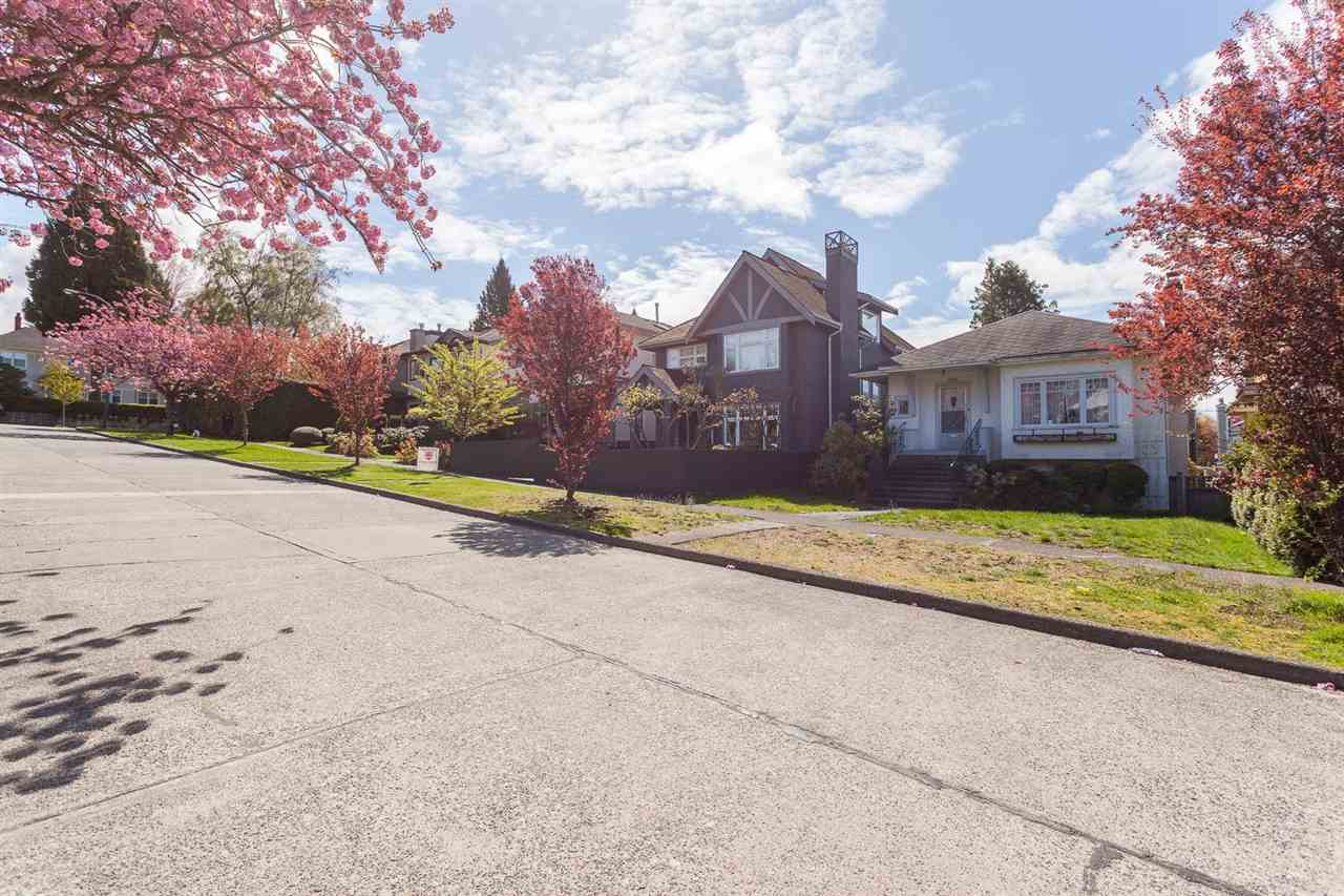 Photo 2: 1926 W 42ND Avenue in Vancouver: Kerrisdale House for sale (Vancouver West)  : MLS® # R2161088