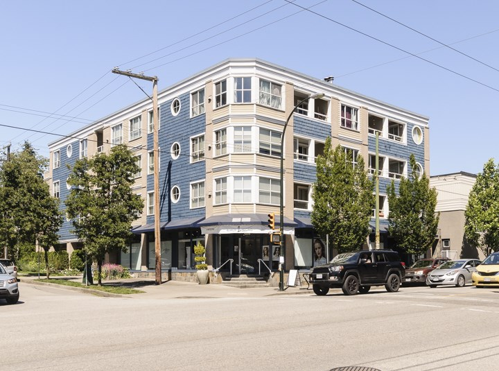 "Main Photo: 303 1990 DUNBAR Street in Vancouver: Kitsilano Condo for sale in ""'THE BREEZE' BY BOSA"" (Vancouver West)  : MLS(r) # R2182946"