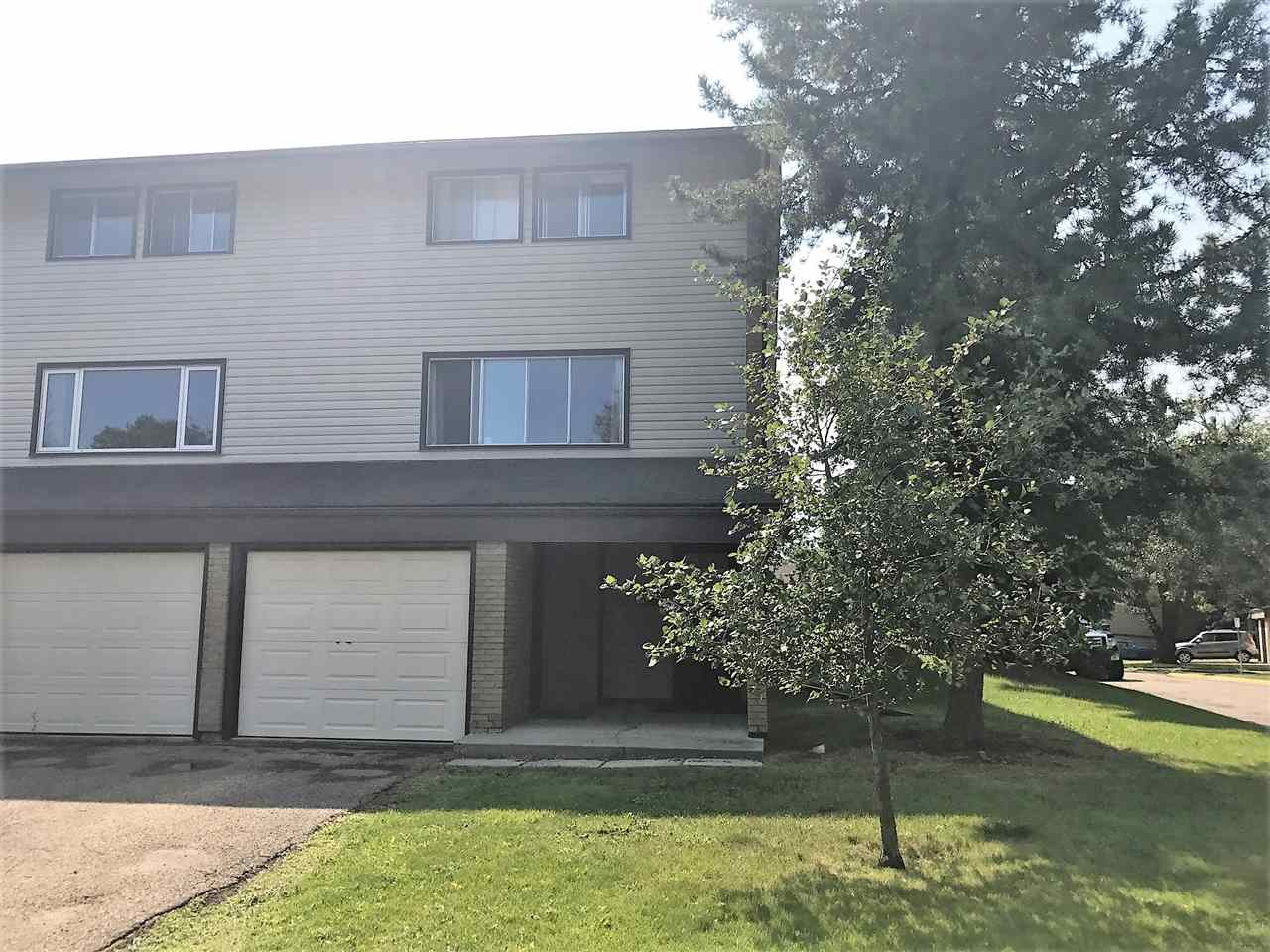 Main Photo: 79 GRANDIN Village: St. Albert Townhouse for sale : MLS® # E4075578