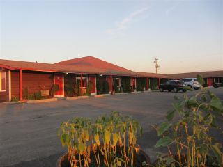 Main Photo: 5105 47 Avenue: Entwistle Business with Property for sale : MLS® # E4095191