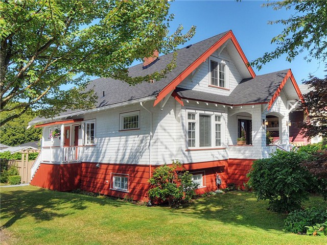"Main Photo: 905 E 23RD Avenue in Vancouver: Fraser VE House for sale in ""FRASER"" (Vancouver East)  : MLS(r) # V908323"
