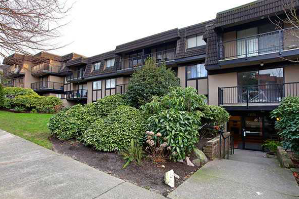 Main Photo: 304 2222 Cambridge Street in Vancouver: Hastings Condo for sale (Vancouver East)  : MLS® # V934695