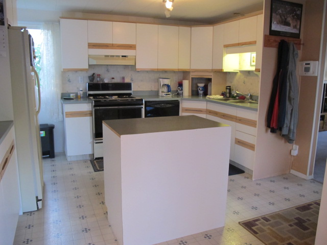 Photo 6: 68 3245 Paris Street in Penticton: South Main Manufactured for sale : MLS® # 141284