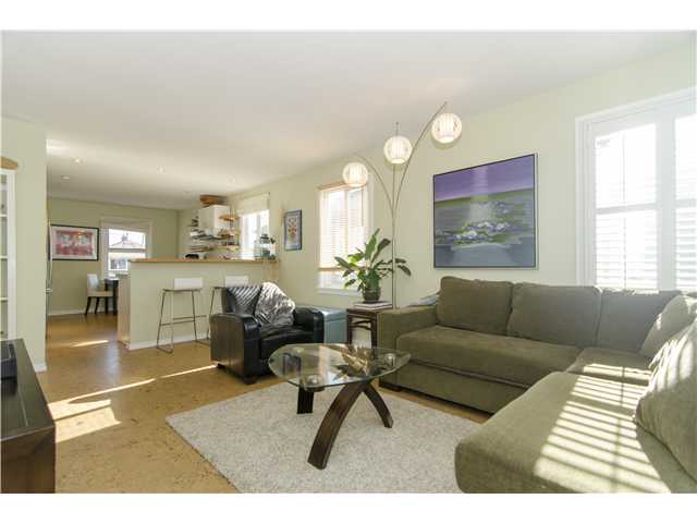 Photo 2: 820 GARDEN Drive in Vancouver: Hastings House for sale (Vancouver East)  : MLS(r) # V1050713