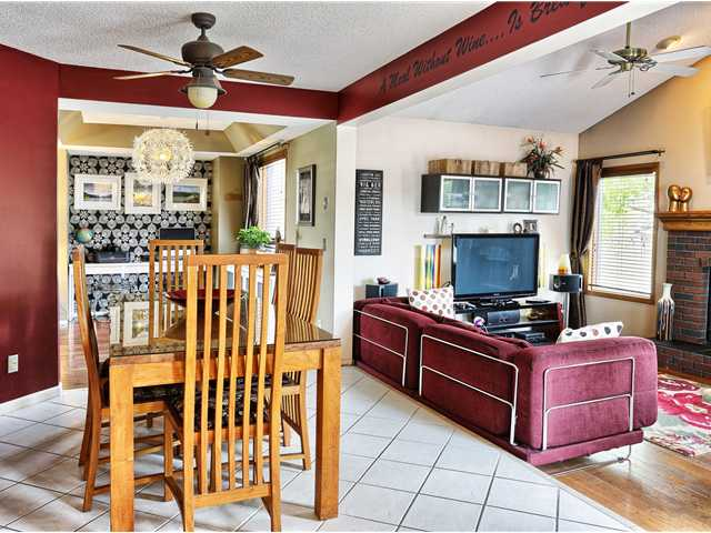 Tiled breakfast nook with plenty of room for those family get togethers