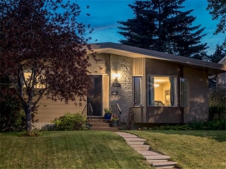 Main Photo: 5007 48 Street NW in Calgary: Varsity Acres House for sale : MLS® # C4021918